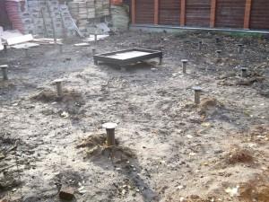 Фундамент из винтовых свай диаметром 108 В г. Балашиха. Под камин – ростверк из швеллера 16.